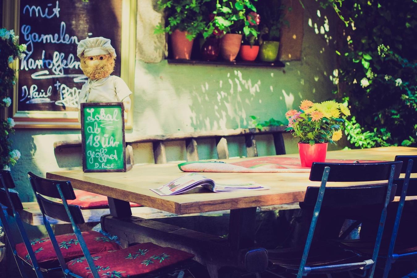 table-cafe-chair-restaurant-bar-menu-99054-pxhere.com_